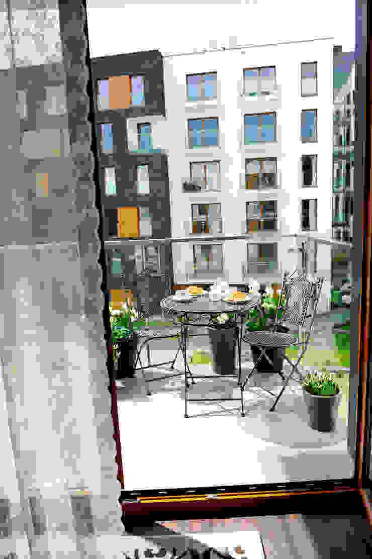 Balcones y terrazas de estilo clásico de AgiDesign Clásico