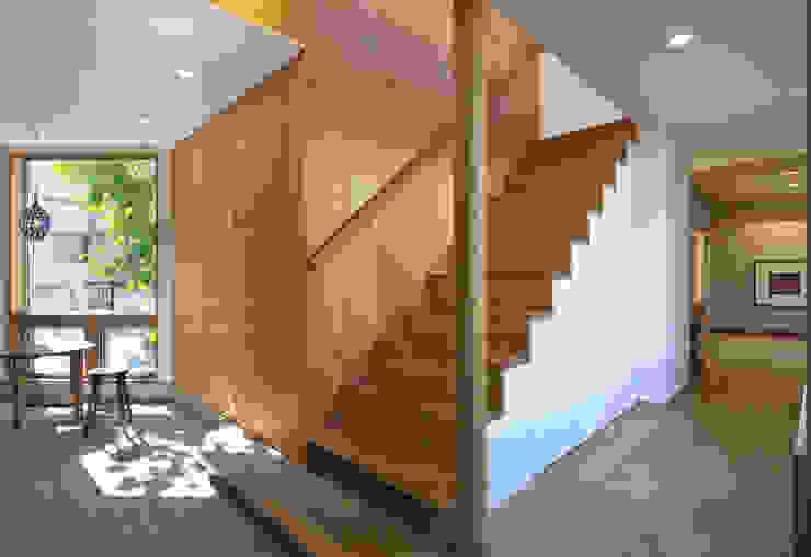 かんばら設計室 Eclectic style corridor, hallway & stairs