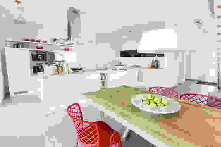 Cocinas de estilo moderno de massa haus GmbH Moderno