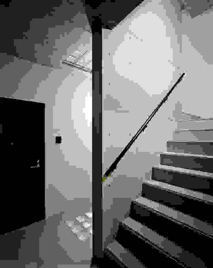 Mマンション モダンスタイルの 玄関&廊下&階段 の 中間建築設計工房/NAKAMA ATELIER モダン