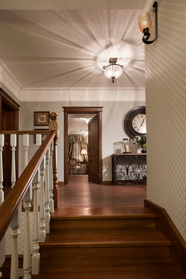 Colonial corridor, hallway & stairs by Abwarten! Colonial