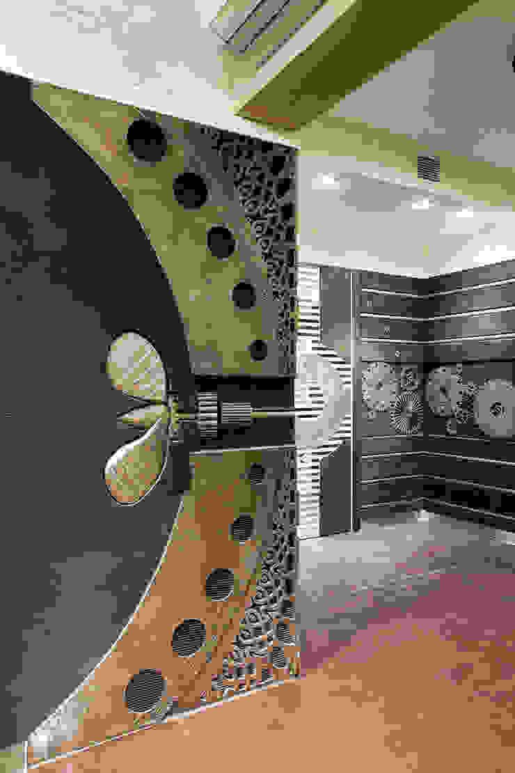 Холл в цокольном этаже Коридор, прихожая и лестница в эклектичном стиле от Abwarten! Эклектичный
