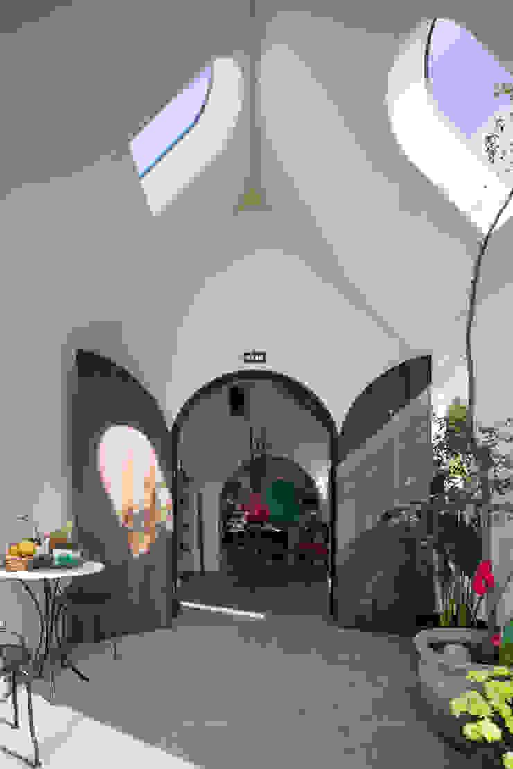 株式会社 藤本高志建築設計事務所 Mediterranean style windows & doors Wood Brown