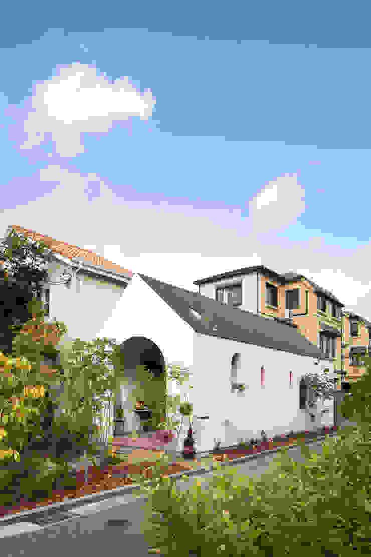 株式会社 藤本高志建築設計事務所 Modern houses Wood White