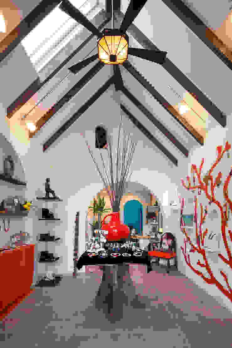 株式会社 藤本高志建築設計事務所 Mediterranean style walls & floors Wood Turquoise