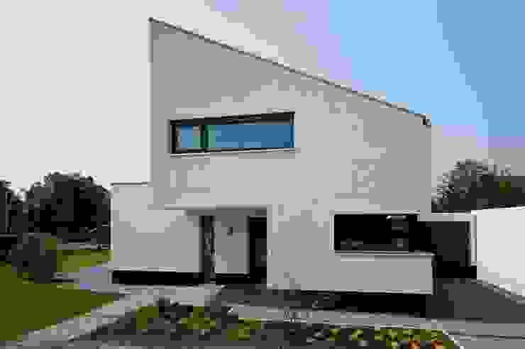 Nowoczesne domy od Sommer Passivhaus GmbH Nowoczesny