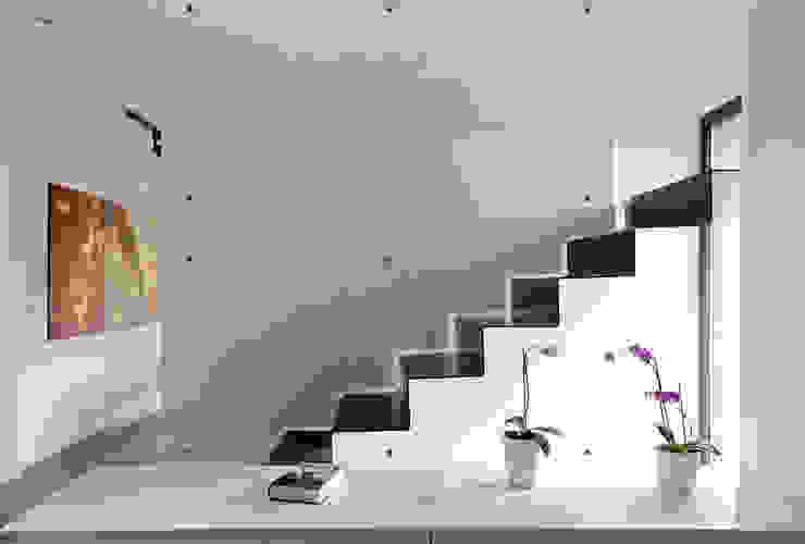 Vivienda bioclimática en la Cañada Pasillos, vestíbulos y escaleras de estilo ecléctico de 3 M ARQUITECTURA Ecléctico