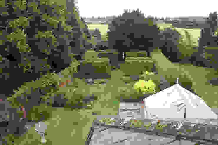 The Secret Garden 클래식스타일 정원 by Cowen Garden Design 클래식