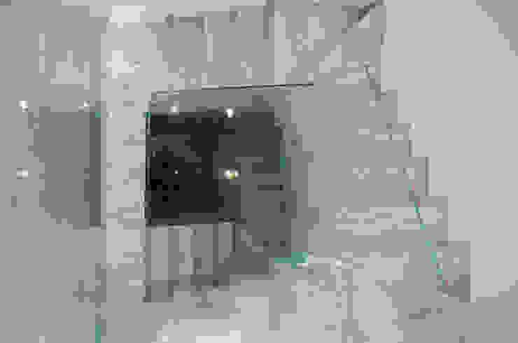Casa Duato 3 M ARQUITECTURA Pasillos, vestíbulos y escaleras de estilo moderno
