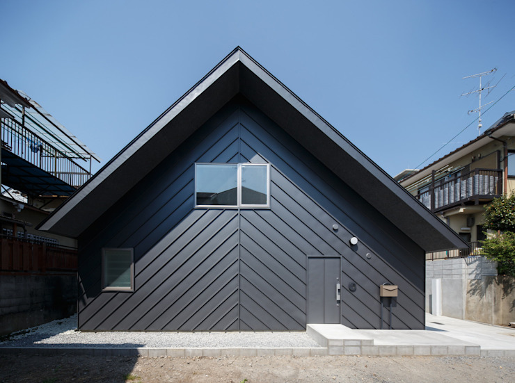 中西ひろむ建築設計事務所/Hiromu Nakanishi Architects Rumah tinggal Metal Grey