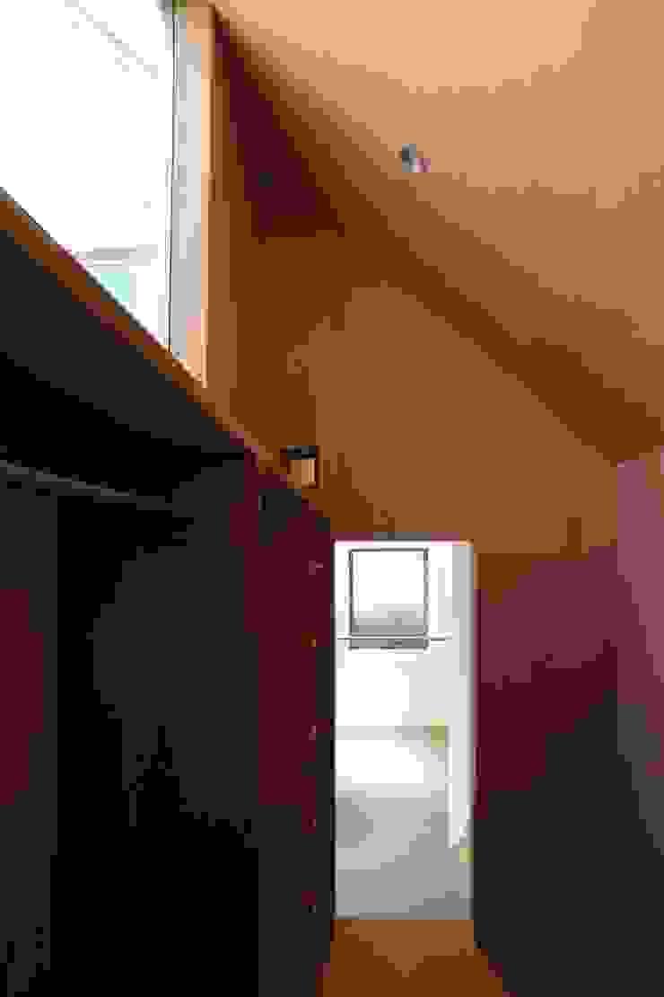 象の家 オリジナルデザインの ドレッシングルーム の 中西ひろむ建築設計事務所/Hiromu Nakanishi Architects オリジナル 木 木目調