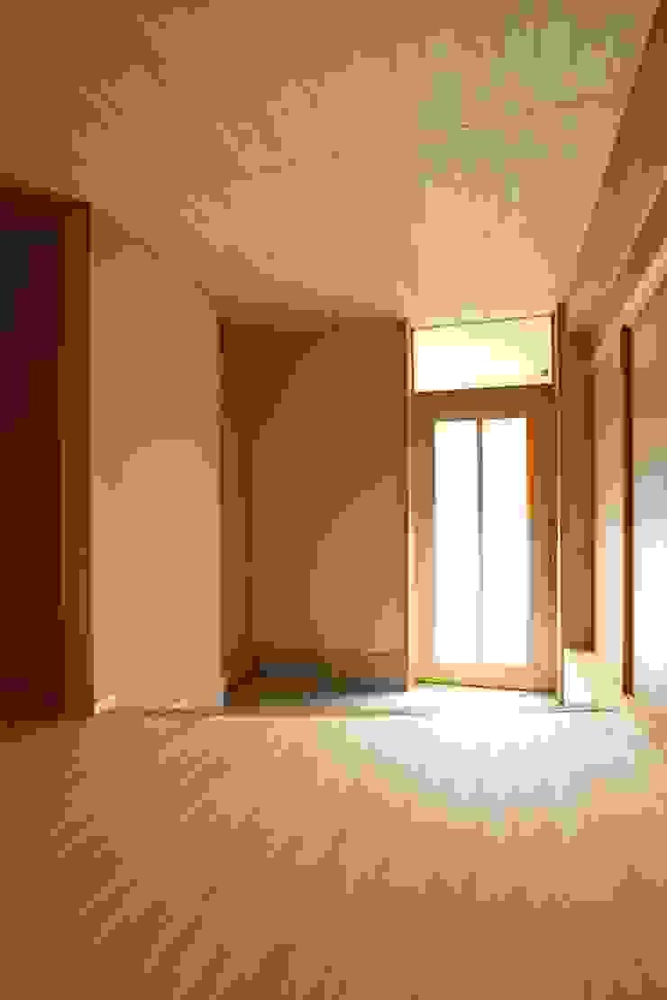 玄関 モダンスタイルの 玄関&廊下&階段 の ATS造家設計事務所 モダン
