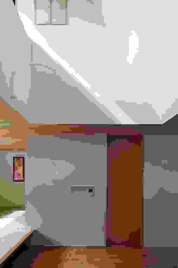 House just in front 和風デザインの リビング の Hiromu Nakanishi Architects 和風