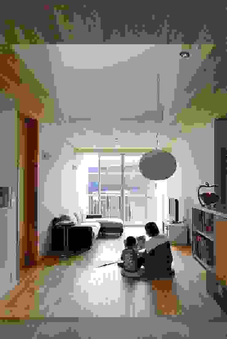 Livings de estilo asiático de Hiromu Nakanishi Architects Asiático