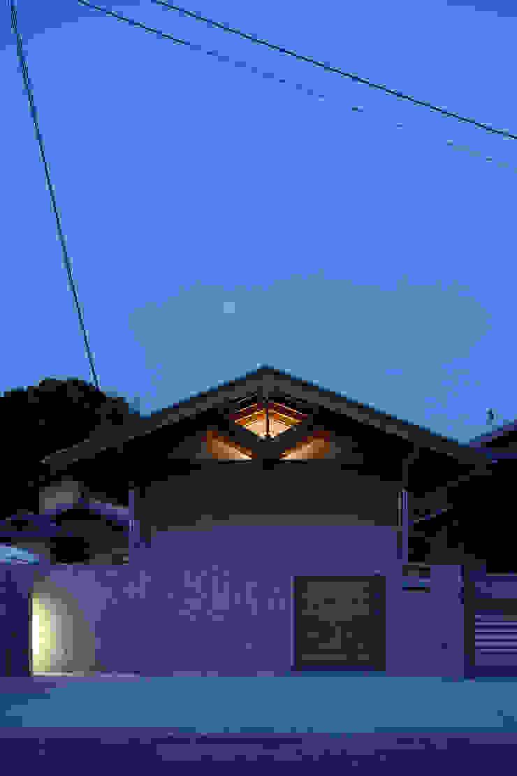 夜景外観 モダンな 家 の ATS造家設計事務所 モダン