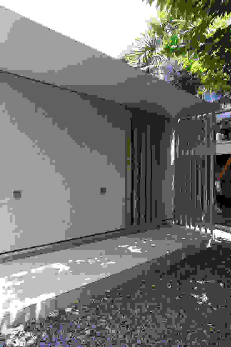 玄関ポーチ モダンな 家 の ATS造家設計事務所 モダン
