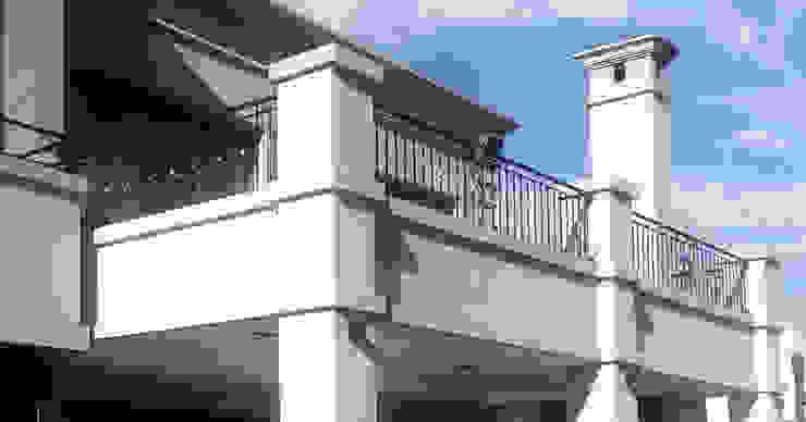 Estudio Arqt Classic style balcony, porch & terrace