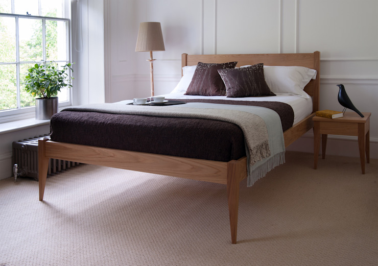 The Cochin Bed & Bedside Table de Natural Bed Company Moderno