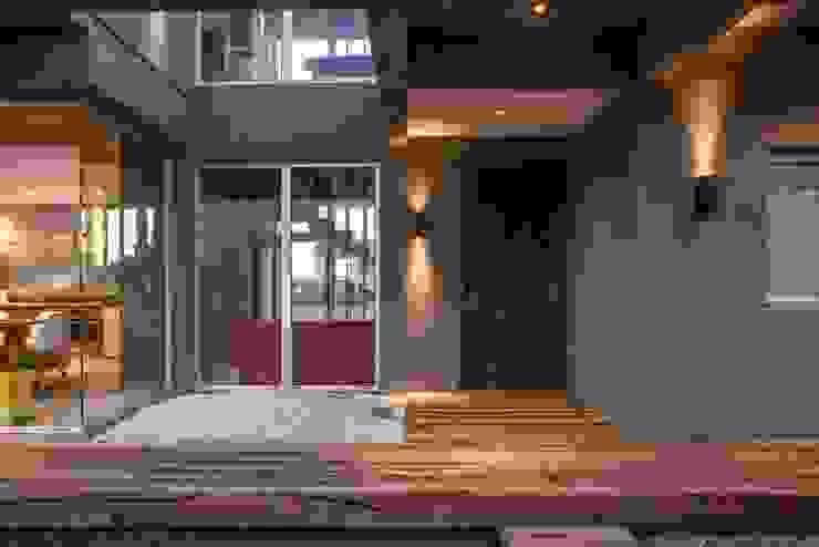 モダンな 家 の FAARQ - Facundo Arana Arquitecto & asoc. モダン