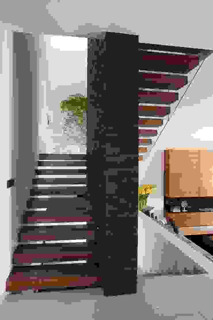 Casa GM GLR Arquitectos Pasillos, vestíbulos y escaleras modernos