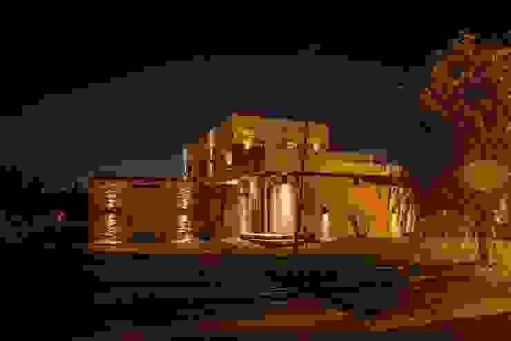 Casas  por FAARQ - Facundo Arana Arquitecto & asoc.