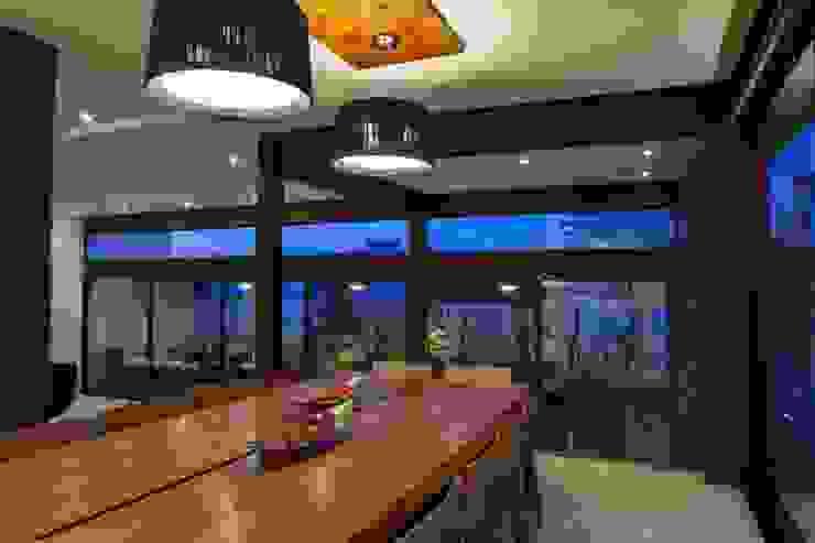 Moderne eetkamers van GLR Arquitectos Modern