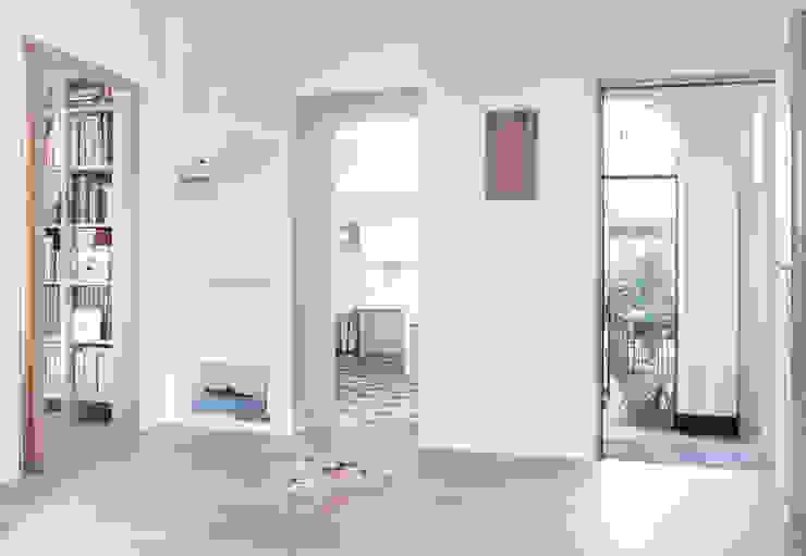 Ingresso Ingresso, Corridoio & Scale in stile classico di Giovanna Cavalli Architetto Classico