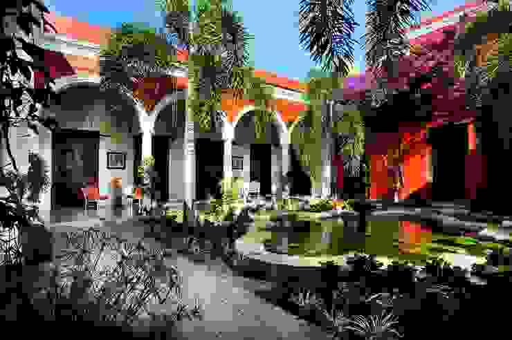 Jardín Central Hoteles de estilo ecléctico de Taller Estilo Arquitectura Ecléctico