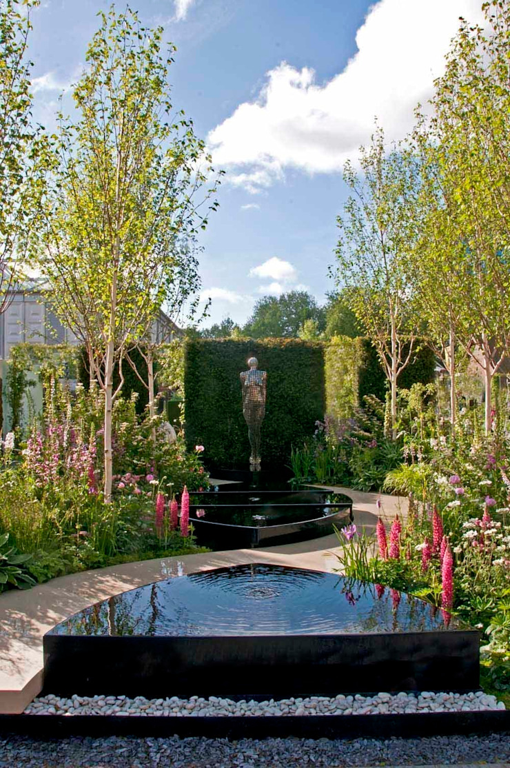 RHS Chelsea 2015 - Breakthrough Breast Cancer garden Classic style garden by Ruth Willmott Classic
