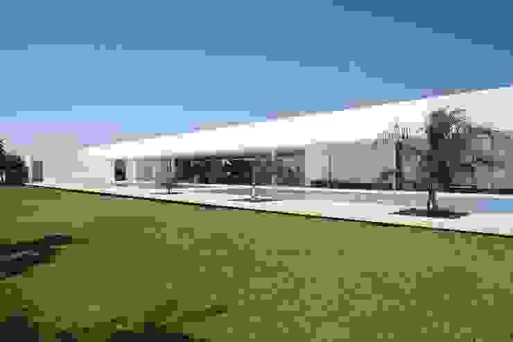 Casa Larga Casas modernas de Augusto Quijano Arquitectos Moderno