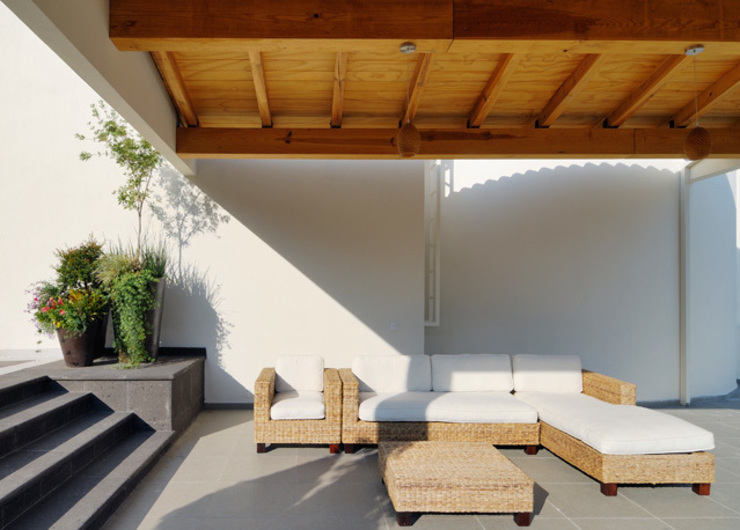 Modern style balcony, porch & terrace by Excelencia en Diseño Modern