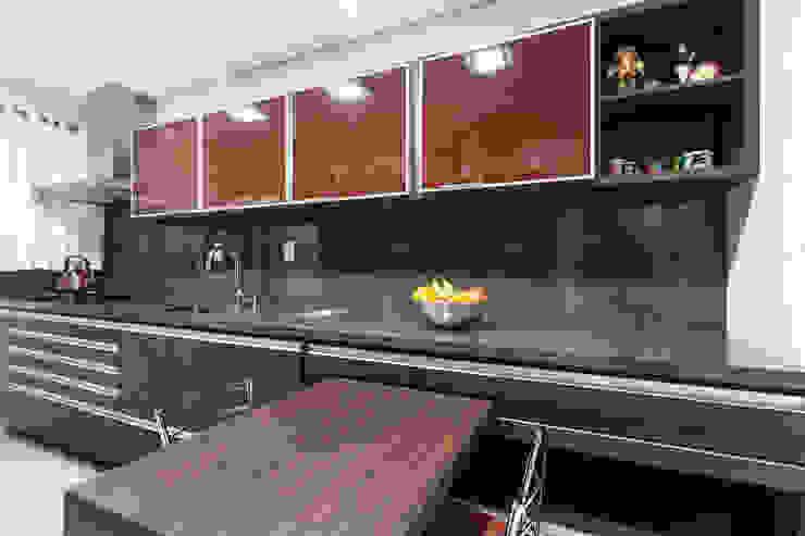 Uma cozinha prática por msaviarquitetura Moderno