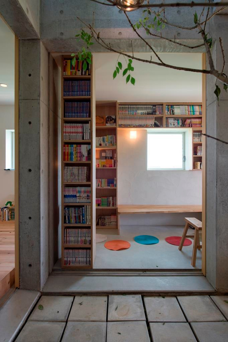 Eclectic style garage/shed by 一級建築士事務所ヨネダ設計舎 Eclectic