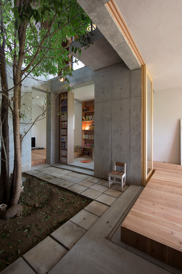 Eclectic style media rooms by 一級建築士事務所ヨネダ設計舎 Eclectic