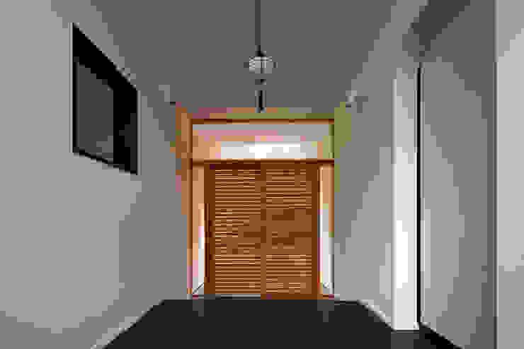 主玄関 オリジナルスタイルの 玄関&廊下&階段 の 清正崇建築設計スタジオ オリジナル