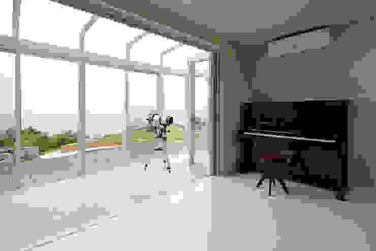 プロバンス風住宅(富津) 地中海デザインの リビング の 有限会社タクト設計事務所 地中海