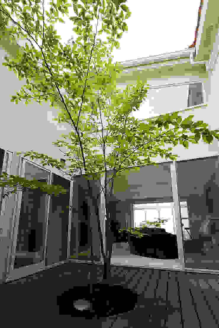 プロバンス風住宅(富津) モダンな庭 の 有限会社タクト設計事務所 モダン