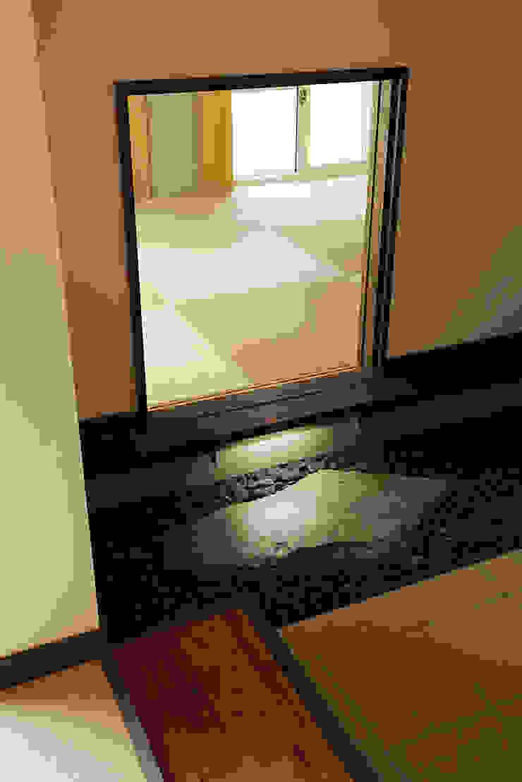 プロバンス風住宅(富津) 和風デザインの 多目的室 の 有限会社タクト設計事務所 和風
