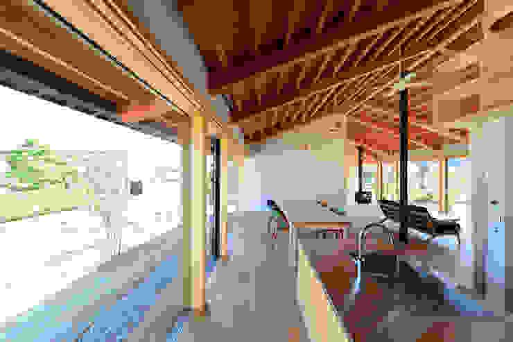 「林の中に住む。」 オリジナルデザインの キッチン の 丸山晴之建築事務所 オリジナル