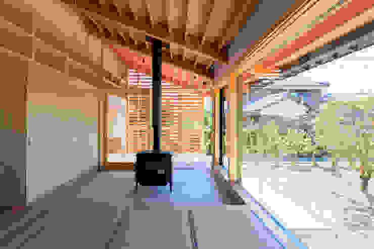 「林の中に住む。」 オリジナルデザインの 多目的室 の 丸山晴之建築事務所 オリジナル