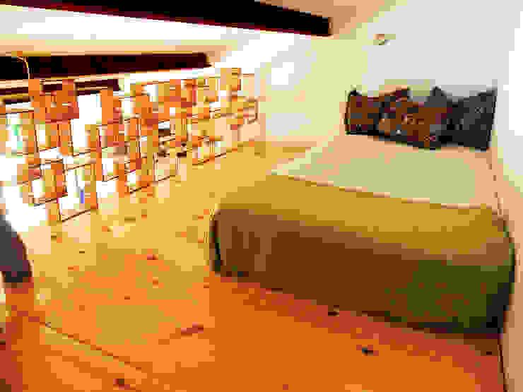 Intervención en finca La Huerta (Ávila) Dormitorios de estilo rural de Victoria López Martín Rural Madera Acabado en madera