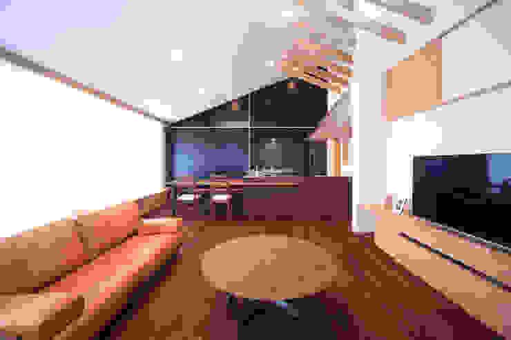 Moderne woonkamers van MA設計室 Modern