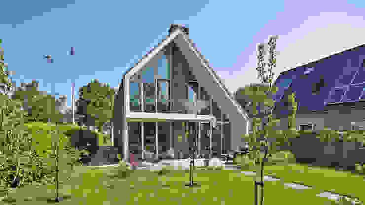 Achterkant: modern  door Bongers Architecten, Modern
