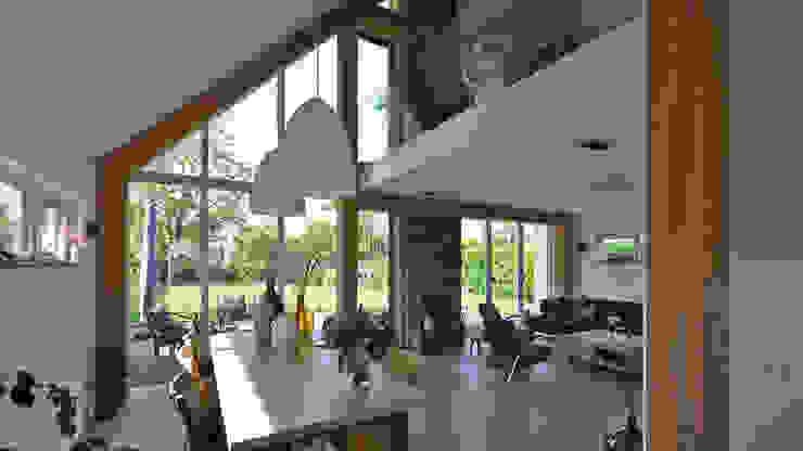 Woonkamer en eethoek:  Eetkamer door Bongers Architecten,