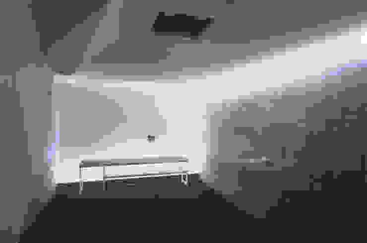 Salas multimedia de estilo minimalista de ADS一級建築士事務所 Minimalista