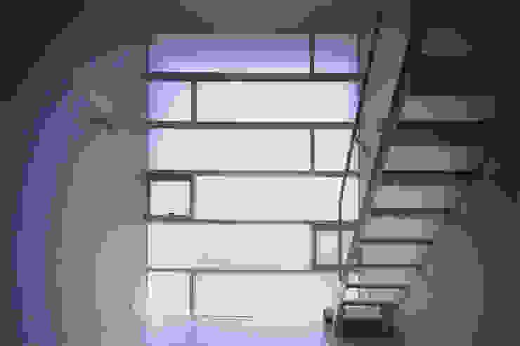 Livings de estilo minimalista de ADS一級建築士事務所 Minimalista