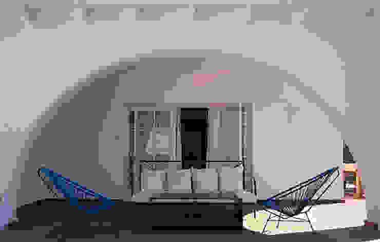 Mediterranean style balcony, veranda & terrace by DyD Interiorismo - Chelo Alcañíz Mediterranean