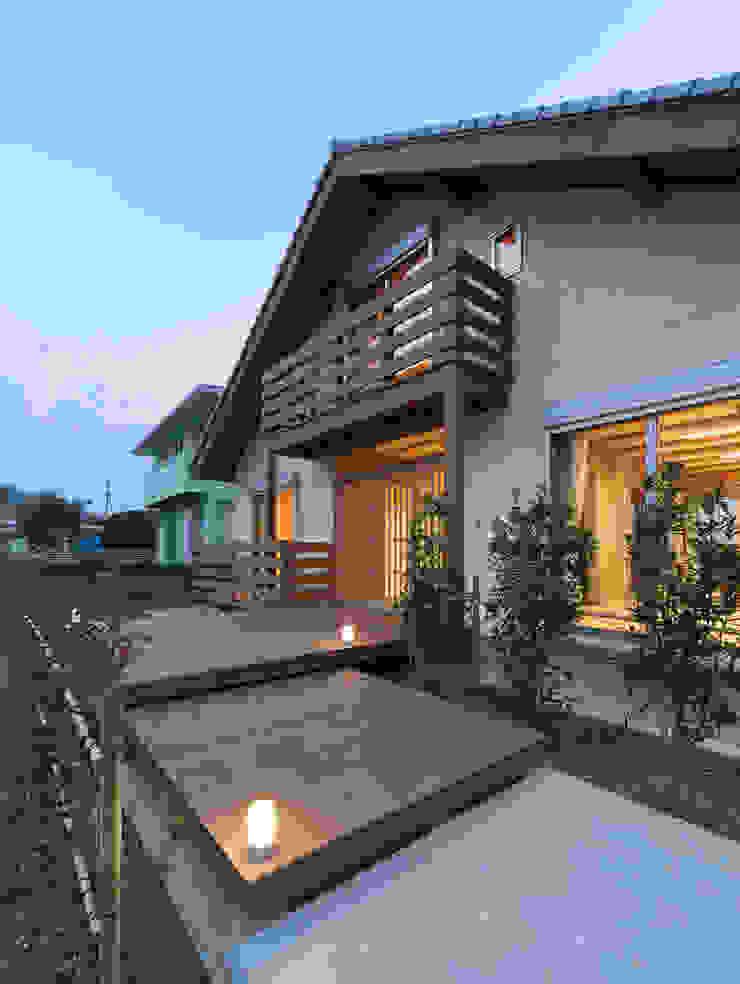 アプローチ オリジナルな 家 の 中飯賀業建築研究所 オリジナル