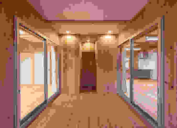 石井の住宅 オリジナルデザインの テラス の 中飯賀業建築研究所 オリジナル