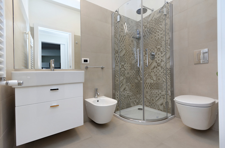Modern bathroom by ROBERTA DANISI ARCHITETTO Modern